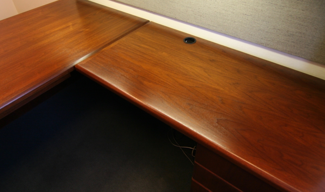 An-office-desk-that-has-been-recently-refinished